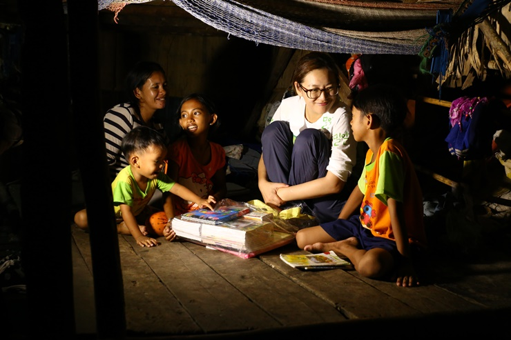 Actress Jung Suyoung's story of Cambodian children living in a poor village